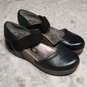 OTBT Migrant Black Flatform Mary Jane Size 8.5
